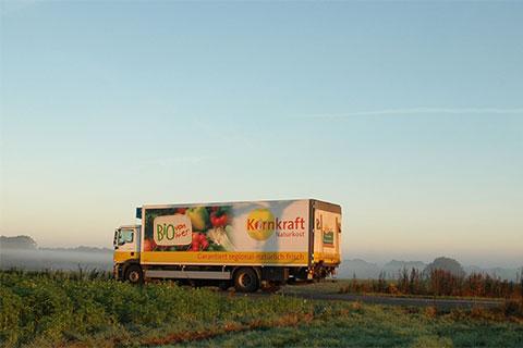 Kornkraft mit eigener Logistik unterwegs